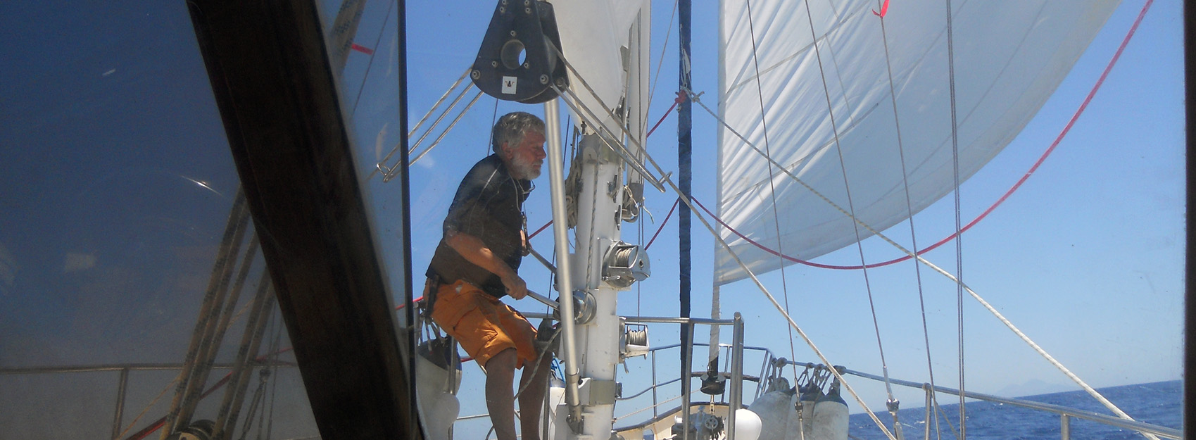 Reefing the main sail is easy with in-boom roling main